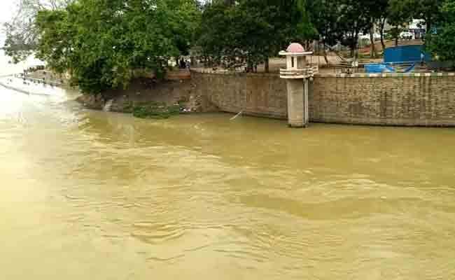Ayyappa Devotee Missing In Krishna River At Tadepalli - Sakshi