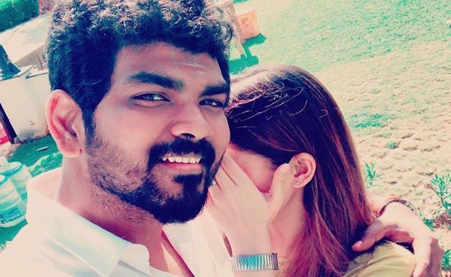 Nayanthara Covered Her Face While Vignesh Shivan Taking Selfie - Sakshi