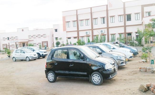 Government Fails To Clear Vehicle Hire Bills In Kamareddy - Sakshi