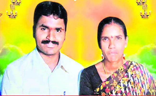 Couple Who Went To Purchase Daughter Books Died In A Road Accident In Yadadri District - Sakshi