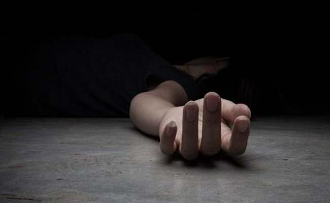 Man Suspicious Death In Chenne kothapally Anantapur - Sakshi