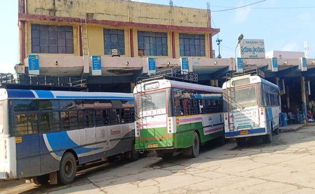 TSRTC Employees Ready To Strike From September 17th - Sakshi
