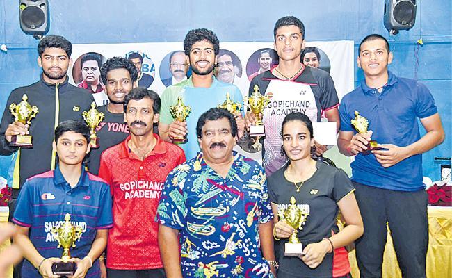 Navaneeth And Sahiti Pair Got Badminton Title Of Telangana - Sakshi