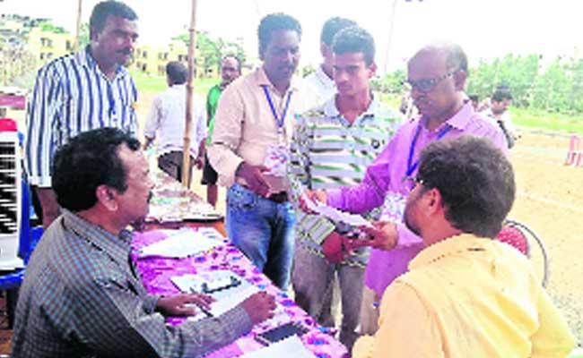 Cheating On Junior Lineman Posts In Srikakulam District - Sakshi