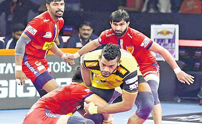 Dabang Delhi Beat Telugu Titans - Sakshi