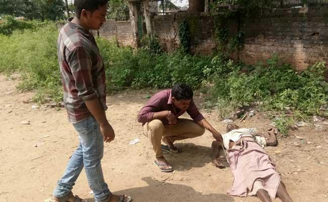 YSRCP Tribal Activist Dies In Salur - Sakshi