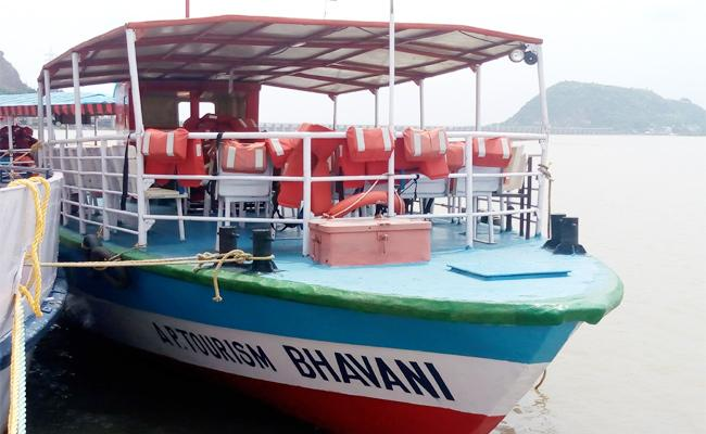 Andhra Pradesh Tourism Department Running Damaged Boats - Sakshi