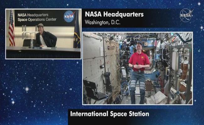 Brad Pitt As Astronaut Did You Spot Indian Moon Lander - Sakshi