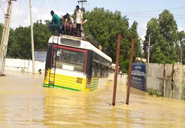 Heavy Floods Surrounds Nandyal Division in Kurnool - Sakshi