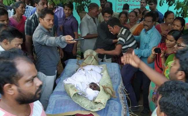 Two Bodies Found In Godavari River - Sakshi
