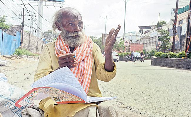 Story Writer Konda Ramarao Begging on Footpath Hyderabad - Sakshi