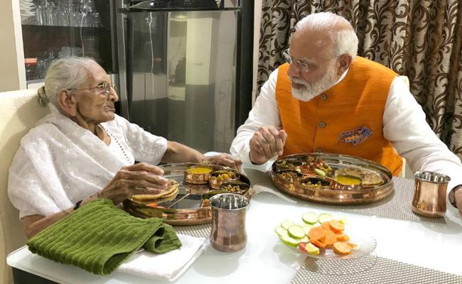 PM Modi Has Birthday Lunch With Mother - Sakshi
