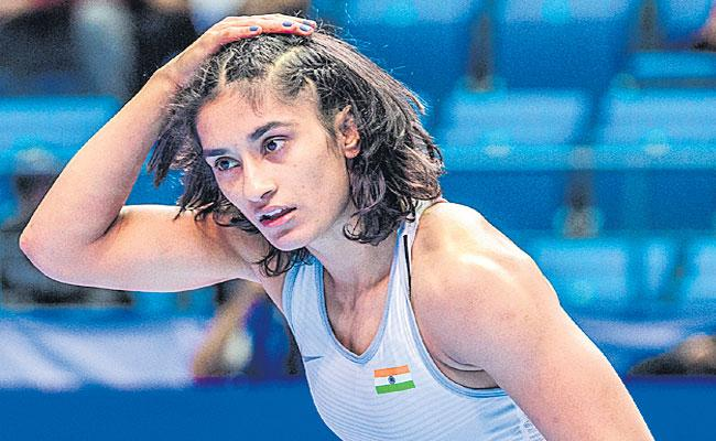 Vinesh Phogat Defeat At the World Wrestling Championship - Sakshi