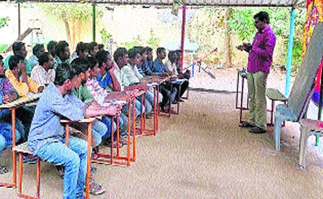 Thirteen Artisan Workers Recruited as Junior Linemen with ADE Jeevan Kumars Support - Sakshi