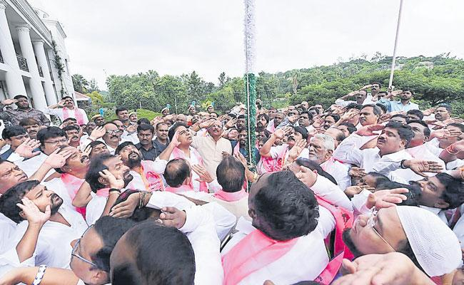 KTR Hoisted The National Flag at Telangana Bhawan - Sakshi