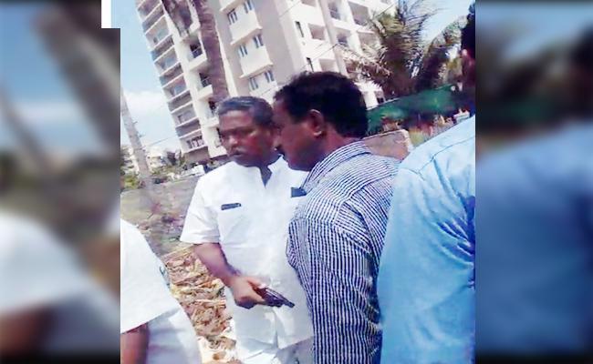 Case Registered Against Vatti Vasanthakumar In Visakhapatnam - Sakshi