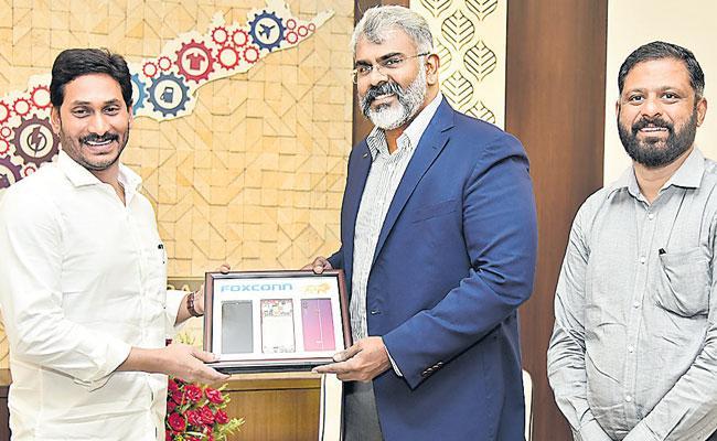 Foxconn India Head meets CM Ys Jagan - Sakshi