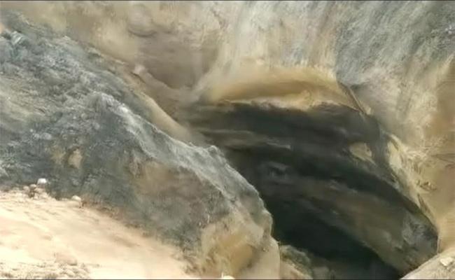 Heavy Rainfall Affects KK Open Cast Coal Mining In Mancherial - Sakshi