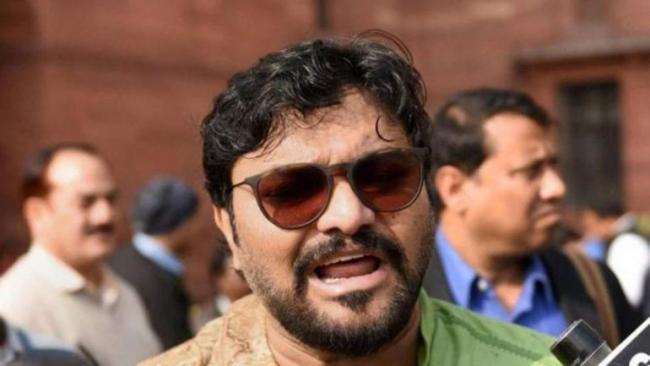 Babul Supriyo Heckled at Jadavpur University - Sakshi