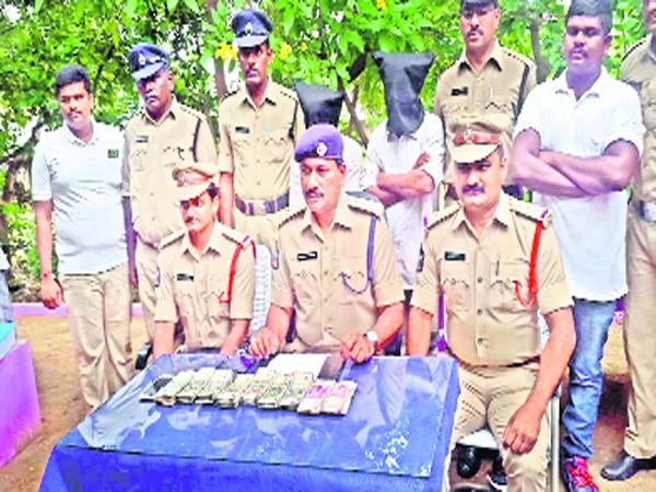 Accuses have been Arrested in a Case of Selling Counterfeit Gold Kadapa - Sakshi
