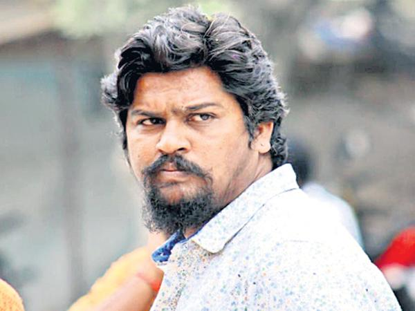 A young man playing gambling dies - Sakshi