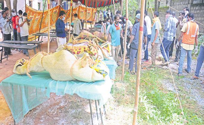Six more bodies were found in Devipatnam Boat Capsize - Sakshi