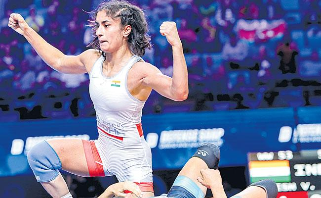 Vinesh Phogat Wins Maiden Wrestling World Championships Medal - Sakshi