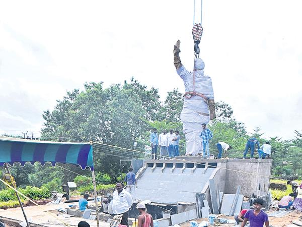 YS Jagan Mohan Reddy to Unveils YS Rajasekhara Reddy Statue today at Vijayawada - Sakshi