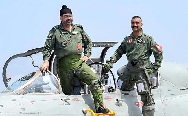 Abhinandan Varthaman flies MiG-21 sortie with Indian Air Force chief BS Dhanoa - Sakshi