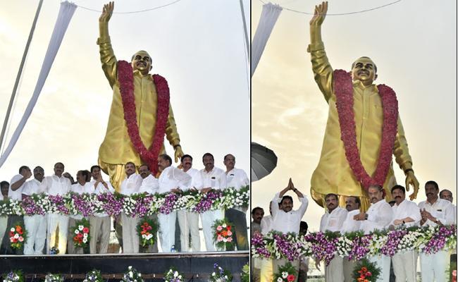 CM YS Jagan Inaugurates YSR Statue In Vijayawada - Sakshi