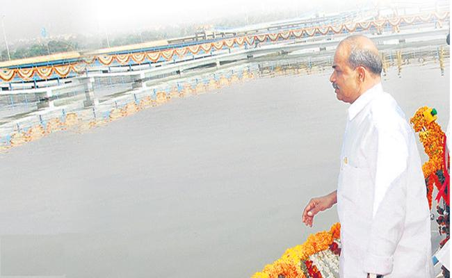 YS Rajasekhara Reddy did the irrigation projects to materialize - Sakshi