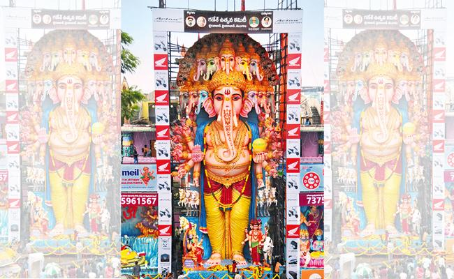Hyderabad People Ready For Ganesh Chaturthi Festival - Sakshi
