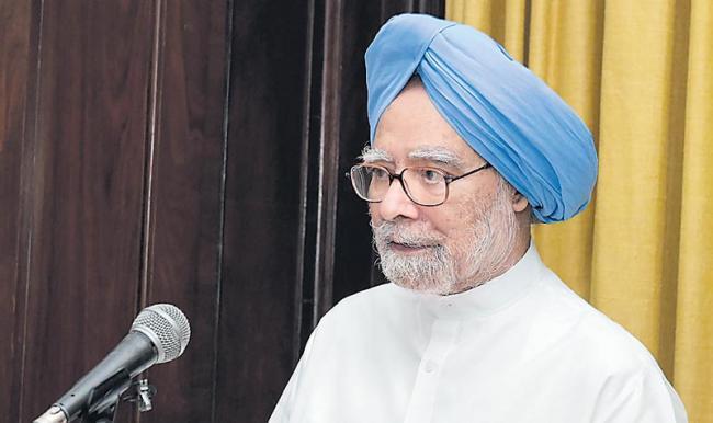 Manmohan Singh hits out at Modi govt calls slowdown man made crisis - Sakshi