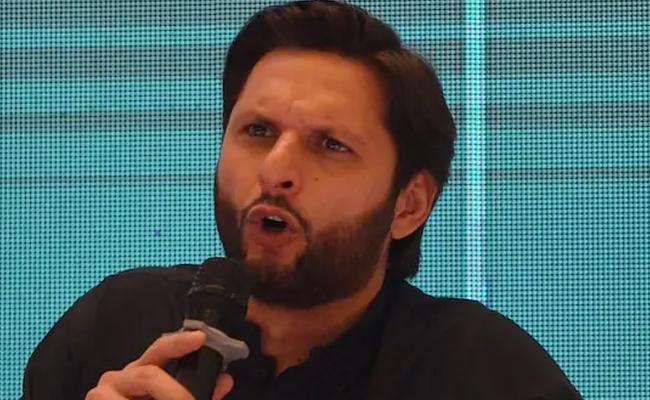 Afridi Accuses IPL Of Threatening Sri Lankan Players - Sakshi