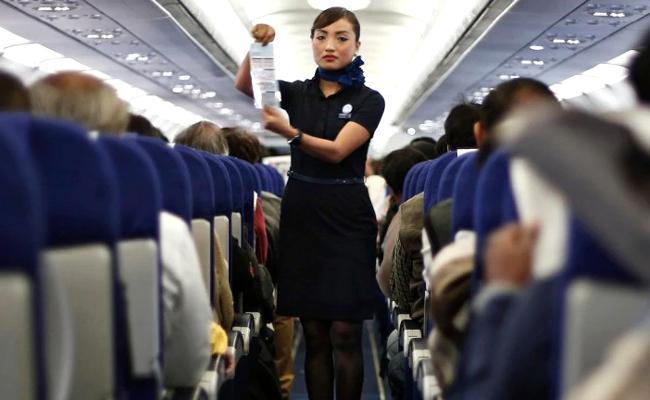 Air Hostess Writes Heartwarming Note for Deaf Passenger - Sakshi