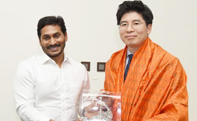 South Korean Delegation Meets CM Jagan In Tadepalli - Sakshi