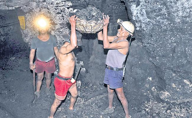 Singareni Employees Get Over Rs 1 Lakh Bonus For Dasara - Sakshi