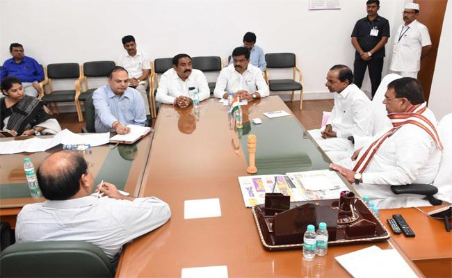 CM KCR Meets with Nizamabad District Leaders on Irrigation Projects - Sakshi