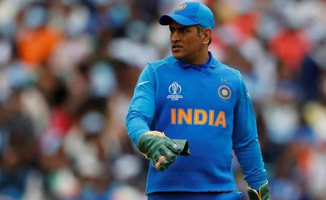 Dhoni Should Go Without Being Pushed Out Gavaskar - Sakshi