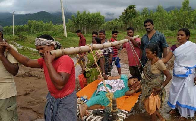 Pregnant Woman Carried Makeshift Stretcher In Vizianagaram District - Sakshi