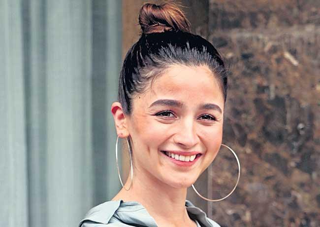 Alia Bhatt to do Gangubai with Sanjay Leela Bhansali - Sakshi