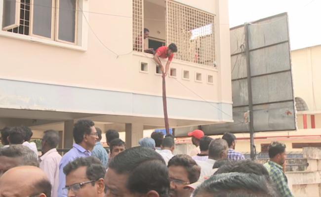 JNTU Professors Said To Demolish The Building In Kakinada - Sakshi