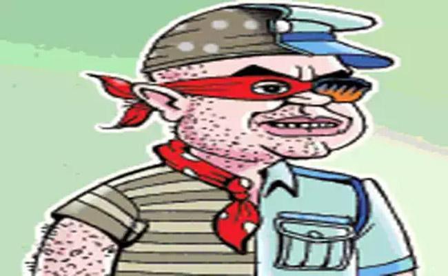 Police Constable Arrested In Cheating Rajahmundry - Sakshi