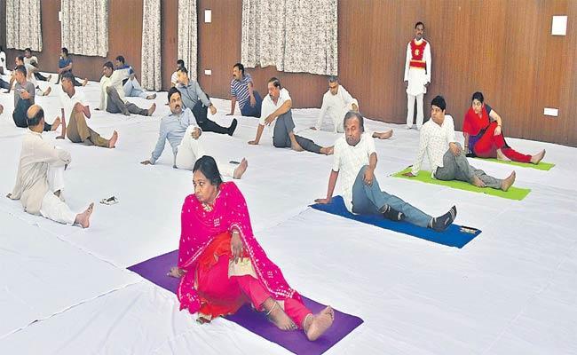 Tamilisai Soundararajan Inaugurating Yoga Classes At Raj Bhavan - Sakshi