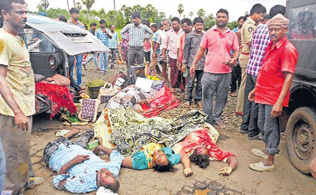 6 Persons Killed in Road Accident at West Godavari District - Sakshi