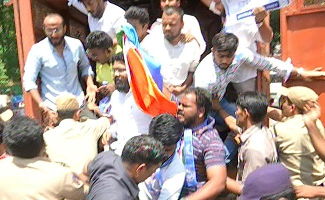 NSUI Tried To Invade The Assembly About Intermediate Students Suicide - Sakshi