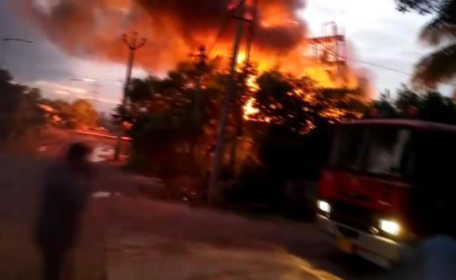 Fire Accident In Jeedimetla Kamakshi Chemical Factory - Sakshi