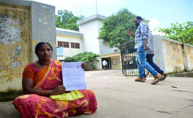 If You Dont Give My Land, I Will Go Back to Naxalism - Sakshi