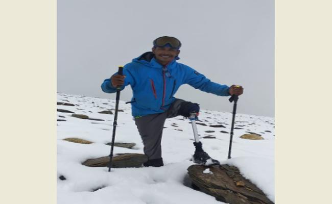 Nandyal Resident Shaik Arshad Climbs Bhageerathi Mountain In Himalayas - Sakshi