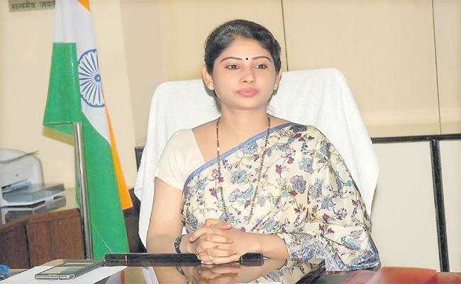 smita sabharwal Video Call Review On mission bhagiratha - Sakshi